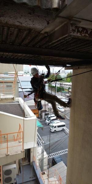 工場の防鳥ネット補修 大阪市 イメージ