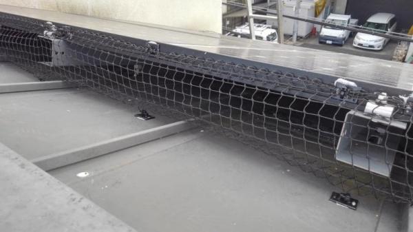 太陽光パネルの防鳥工事 京都市伏見区スライダー3