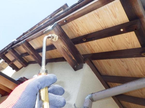 戸建て住宅のクマバチ駆除作業|京都市右京区 イメージ