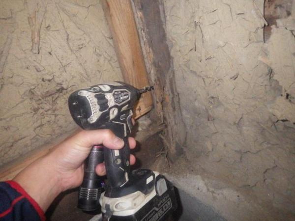 戸建住宅の白蟻駆除作業|京都市山科区スライダー2