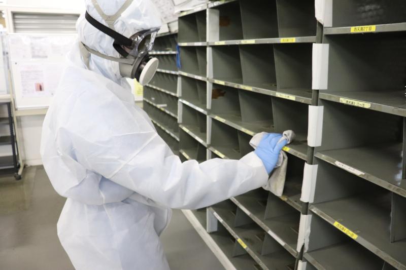集配倉庫の新型コロナウィルス消毒作業|大阪市北区スライダー1
