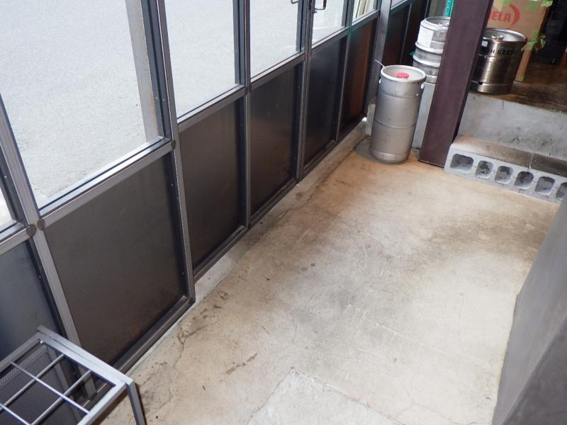 飲食店のゴキブリ防除作業|大阪市北区 イメージ