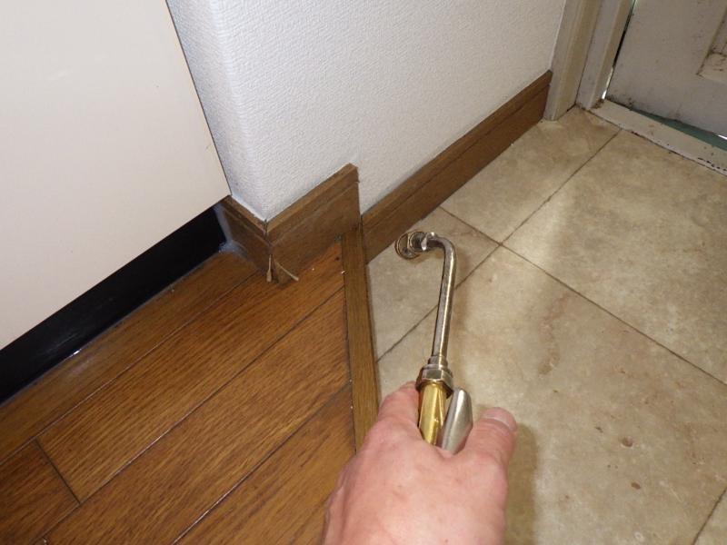 賃貸マンションの害虫防除作業スライダー6