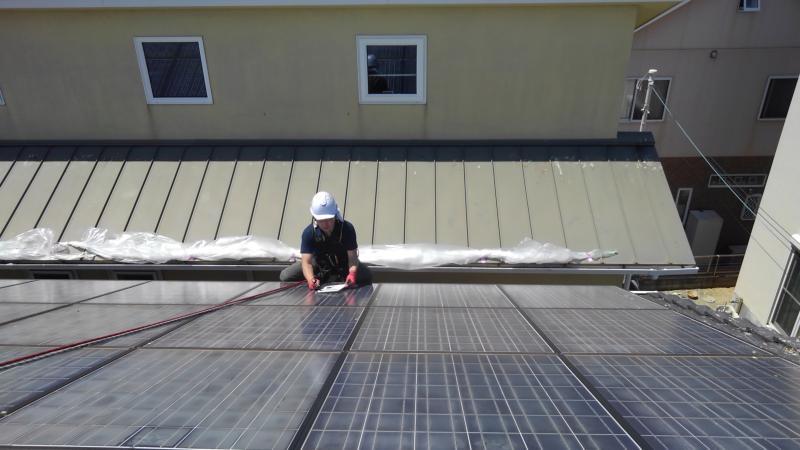 戸建住宅太陽光パネルの防鳥工事|兵庫県明石市 イメージ