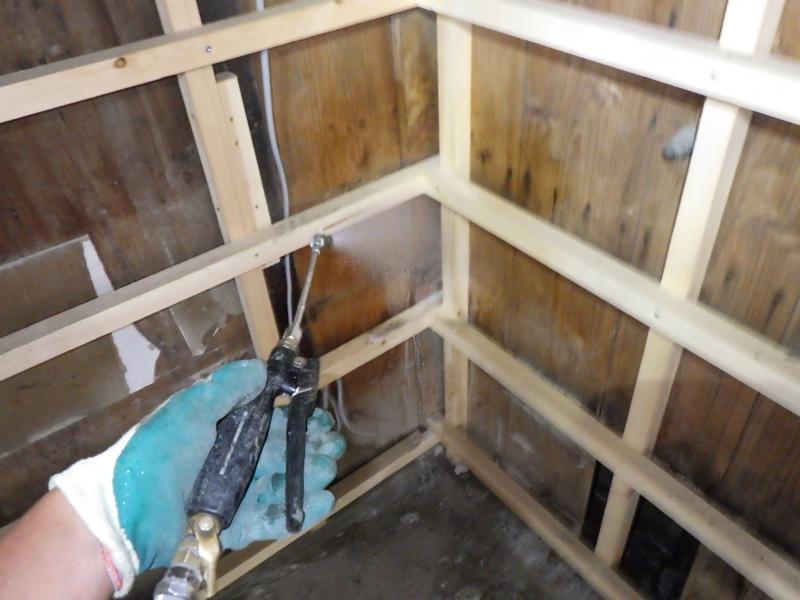 店舗付き住宅の白蟻駆除作業|京都市右京区 イメージ